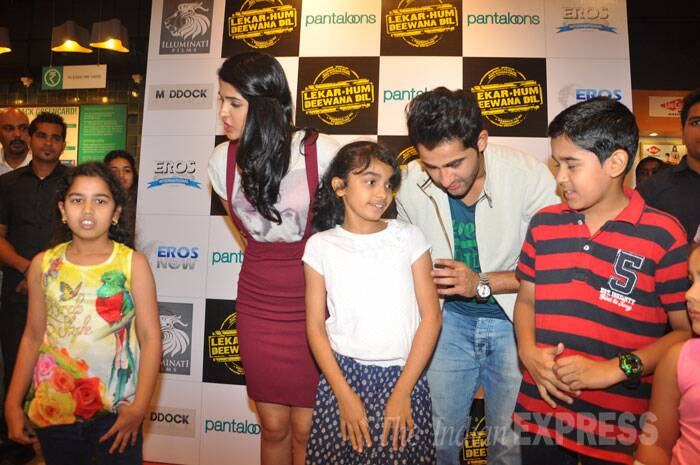 While promoting their film, Armaan and Deeksha also interacted with their young fans. (Source: Varinder Chawla)