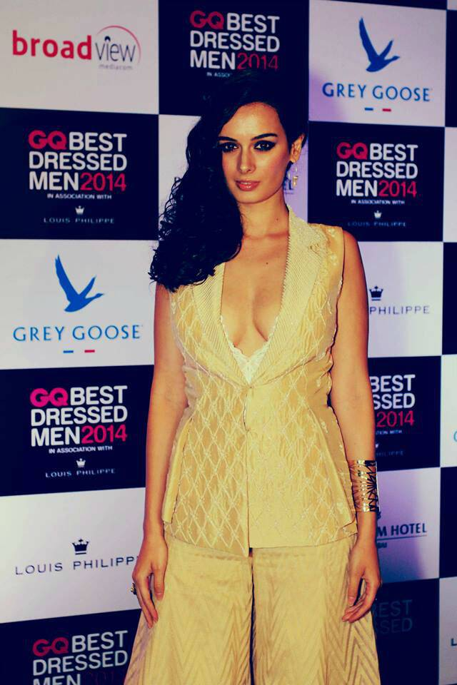 Evelyn Sharma was sultry and beautiful in an Anita Dongre creation at a recent award function.