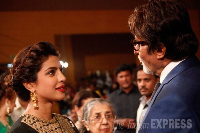 Priyanka Chopra spends some tome in conversation with Amitabh Bachchan. (Source: Varinder Chawla)