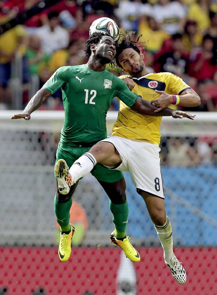 Ivory Coast's Wilfried Bony (12) and Colombia's Abel Aguilar (8) battle for the ball. (Source: AP)