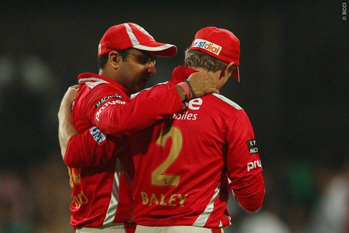 George Bailey and Virender Sehwag discuss tactics as their bowlers were getting a pounding from the KKR batsmen after the early wicket of Robin Uthappa. (Source: BCCI/IPL)