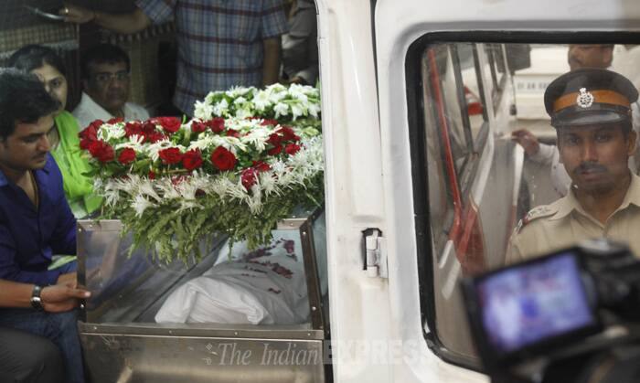 The body of BJP leader Gopinath Munde, who died in a road accident in Delhi, reached Mumbai on June 3. (Source: Express photo by Pradip Das)