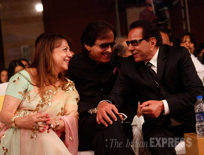 Dharmendra chats with good friends Sanjay and Zarine Khan. (Source: Varinder Chawla)