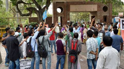 Students protesting over FYUP at Delhi University campus. (Source: PTI)