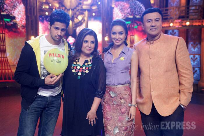 Shraddha and Sidharth pose with Anu Malik and Farah Khan. (Photo: Varinder Chawla)