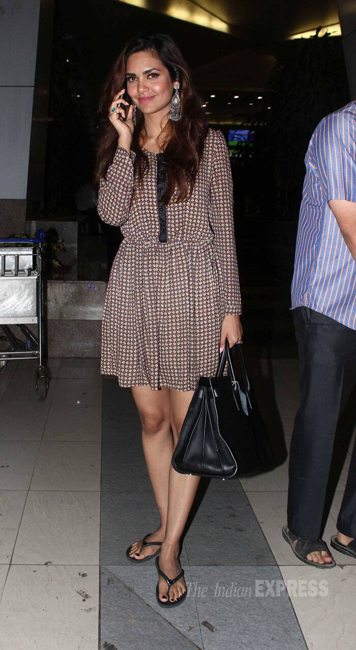 Meanwhile Esha Gupta was spotted at the airport looking cute in a dress with flip-flops. (Source: Varinder Chawla)