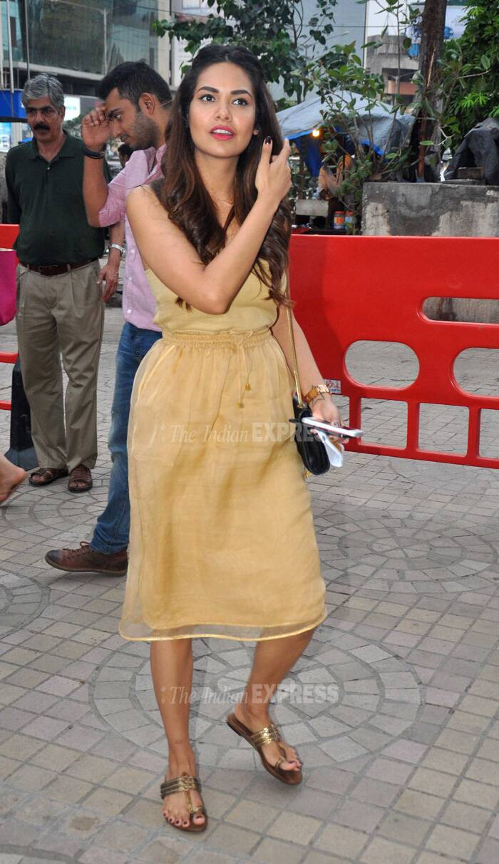 The actress was dressed in a Nishika Lulla dress, YSL bag and kolhapuri chappals finished off her look. Full marks to Esha. (Source: Varinder Chawla)
