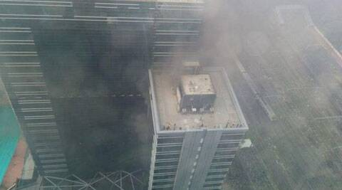 A major fire broke out on the 15th floor of a multi-storey building at Parel area of Central Mumbai. (Source: Jatin Chande/Twitter)