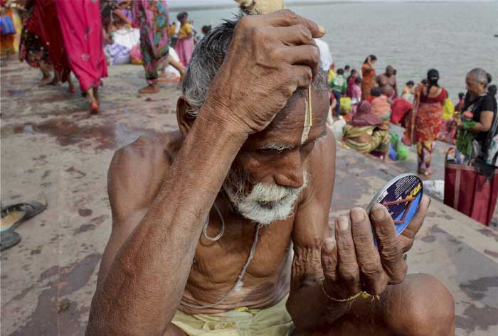 A priest gets ready on the banks of the Ganga on the occasion of 'Ganga Dussehra' festival in Patna. (Source: PTI)
