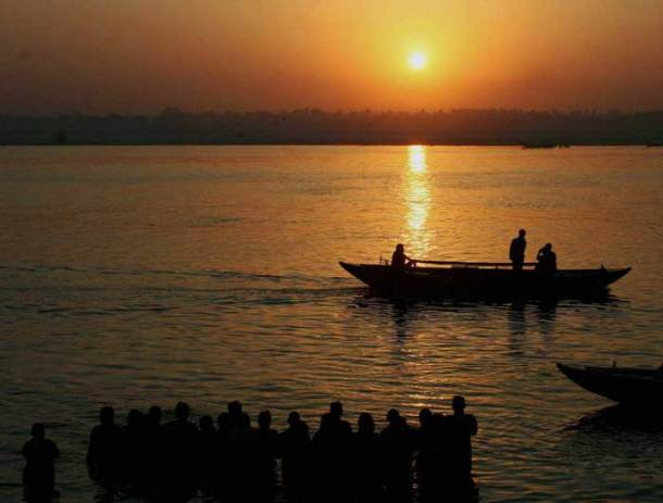 Hundreds celebrate Ganga Dussehra