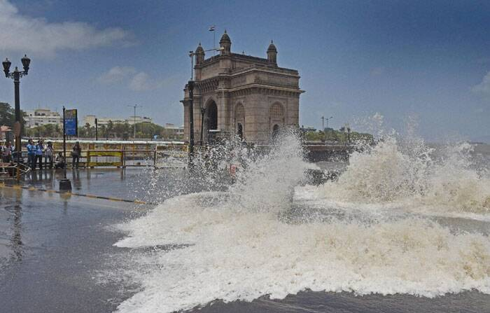 High tides hit Mumbai on Day 2