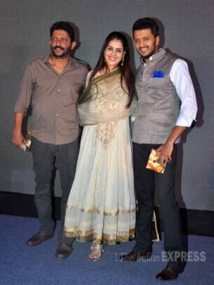 Mom-to-be Genelia D'Souza steps out with hubby Riteish Deshmukh