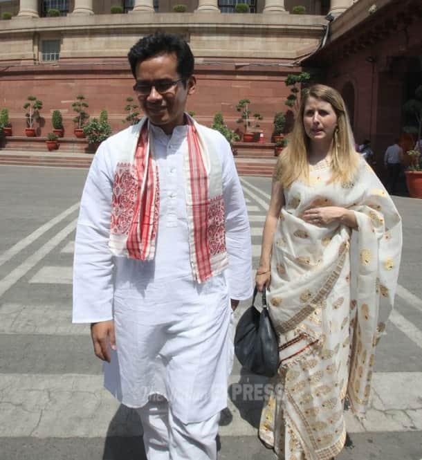 Lok Sabha Day 2: Narendra Modi, Sonia Gandhi take oath as members