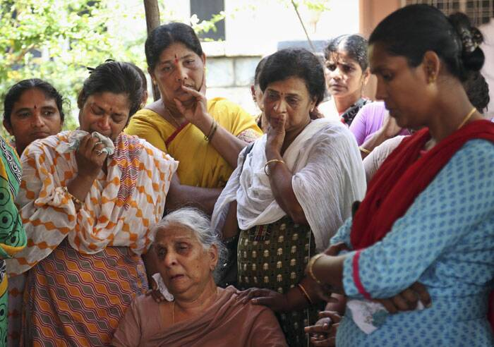 Relatives and family members mourn as they attend the last rites of Gampala Aishwarya, at her residence in Hyderabad. (Source: AP)