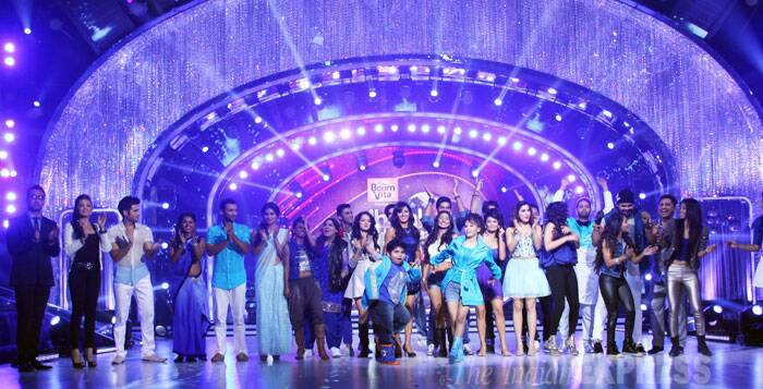 The entire 'Jhalak Dikhhla Jaa' team poses for a group picture. (Source: Varinder Chawla)