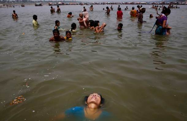 The heat is on: People find different ways to cool down, animals too