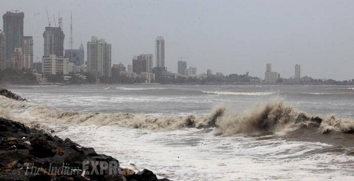 Rough seas also led to flooding of areas like Worli, Marine Drive and Colaba infront of the Taj Hotel. (Source: Express Photo by Prashant Nadkar)