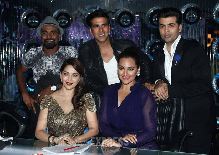 Lead pair of 'Holiday: A Soldier Is Never Off Duty', Sonakshi Sinha and Akshay Kumar are keeping no stone unturned when it comes to promoting their upcoming action thriller. The duo visited the sets of 'Jhalak Dikhhla Jaa' and posed with judges Madhuri Dixit, Karan Johar and Remo D'Souza. (Source: Varinder Chawla)
