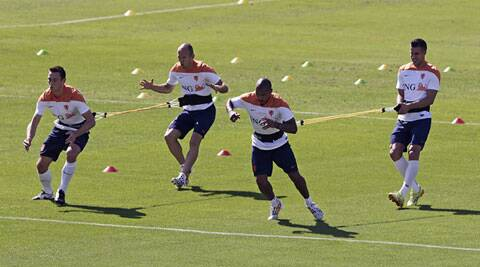 Robin Van Persie (R) trains with Stefan de Vrij, Arjen Robben and Nigel de Jong. (Source: AP)