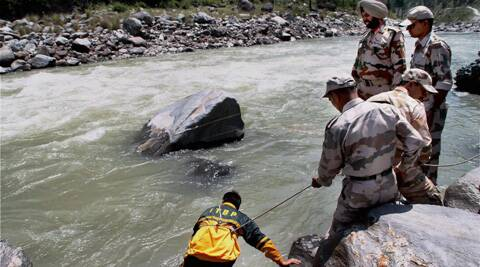 Indo-Tibetean Border police personnel carrying out search operations for the missing Hyderabad engineering students, in the Beas river in Kullu. (Source: PTI)
