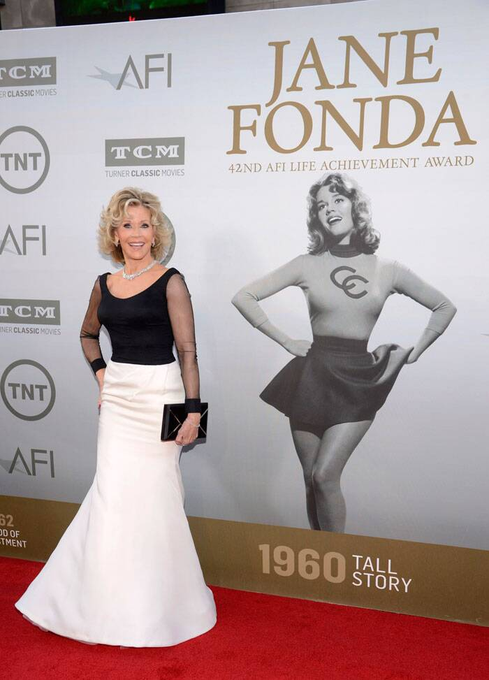 Veteran actress Jane Fonda geared up to receive the AFI Lifetime Achievement Award. She was elegant in a black blouse with a white skirt. (Source: AP)