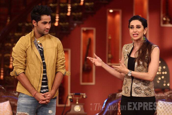 Elder sister Karisma Kapoor lets out some secrets of her younger brother to the audience. (Source: Varinder Chawla)