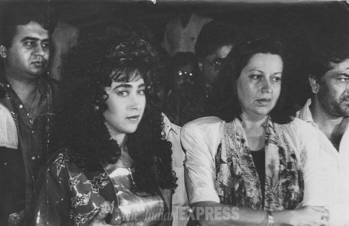 Karisma's mother Babita had always had a lot of influence over daughter Karisma's life. <br /> Karisma, Babita and others on the sets of Gudiya. (Express archive photo)