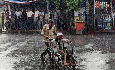 Showers lash Bengal, Punjab