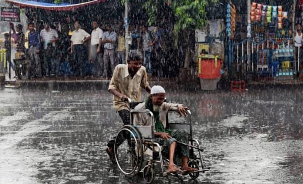 Showers lash Bengal, Punjab