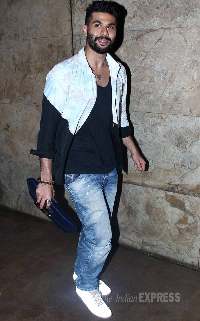 Fashion designer Kunal Rawal looked cool in a two-toned shirt and denims with super-white sneakers. (Source: Varinder Chawla)