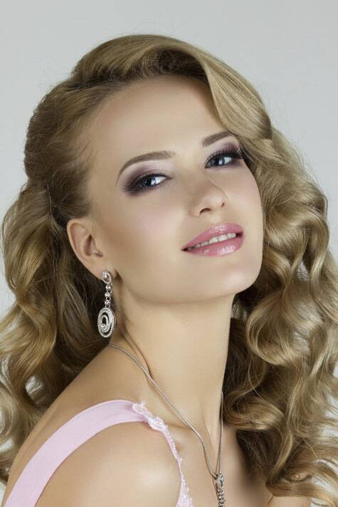 You can't go wrong with a classical bouncy blowout. Source: Thinkstock Images