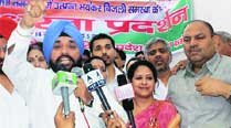 DPCC protests against Centre's decision to increase sugar prices and railwayfares