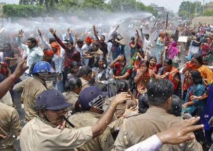 Badaun rape case: BJP women clash with police outside UP CM's office