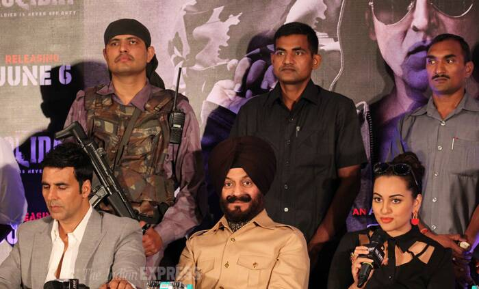 Sonakshi and Akshay also attended a press conference with M S Bitta, Chairman of All India Anti Terrorist Front. (Source: Varinder Chawla)