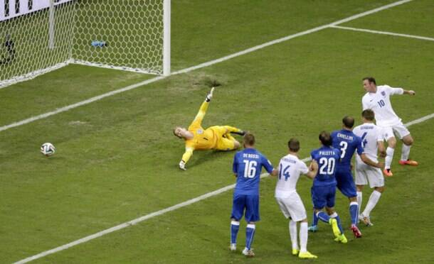 FIFA World Cup: Italy edge England
