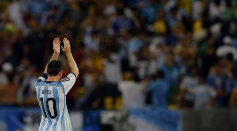 Lionel Messi acknowledges the fans after they won their 2014 World Cup Group F soccer match against Bosnia at the Maracana stadium (Source: Reuters)
