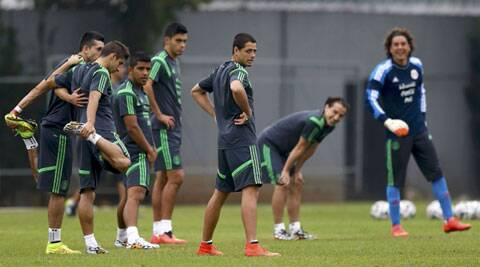 Mexico's Javier Hernandez (R) and team mates at a training session. (Source: Reuters)