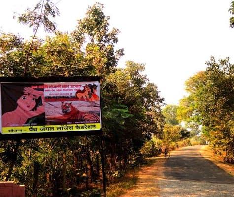 Mogli Bal Mahotsav Banners enroute Pench | Source: Swasti Pachauri