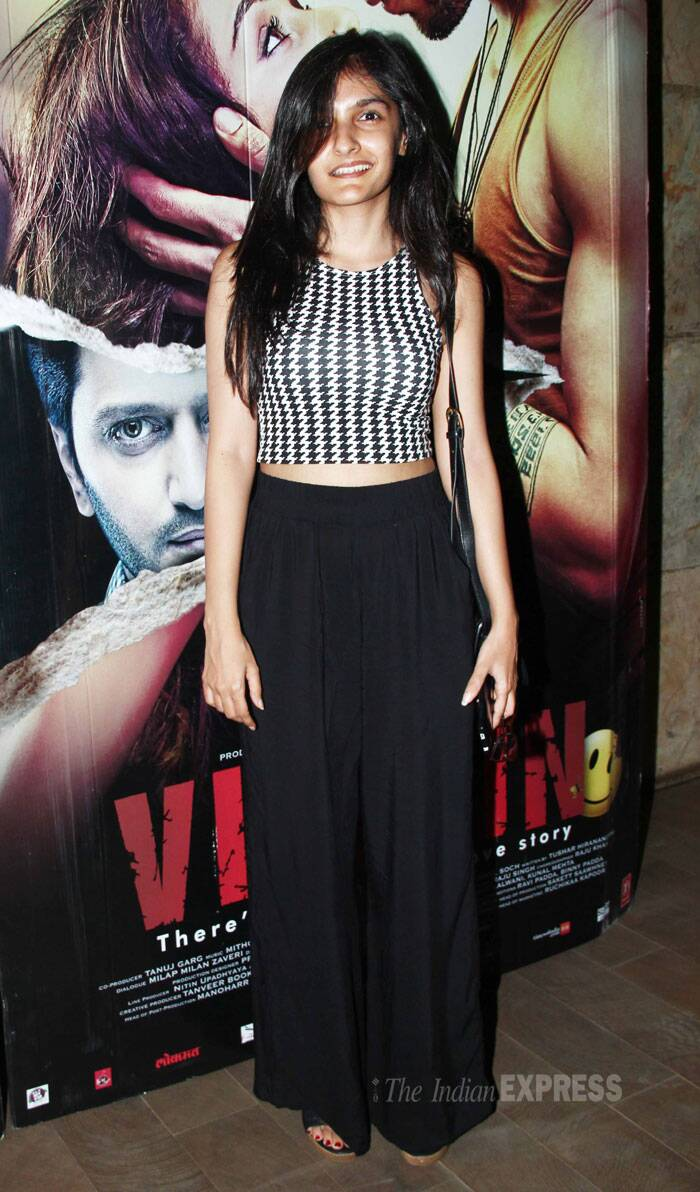 Mukesh Bhatt's daughter Sakshi Bhatt looked pretty in a monochrome outfit. (Source: Varinder Chawla)