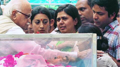 L K Advani consoles Gopinath Munde's family Tuesday.