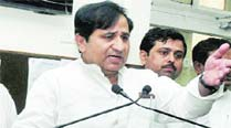 After Smriti, Congress targets Munde over his education