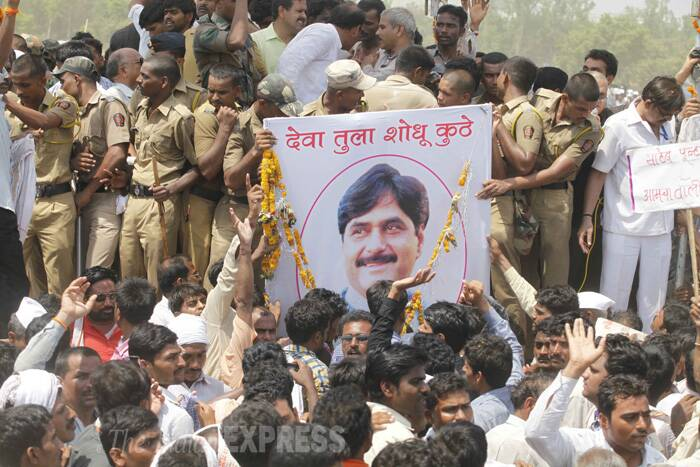 Tens of thousands of mourning supporters and distraught family members today (June 4) bid a tearful farewell to Gopinath Munde, Maharashtra BJP's tallest mass leader and architect of its impressive victory in Lok Sabha elections, who was killed in a car crash in Delhi yesterday. (Express photo by Pavan Khengre)