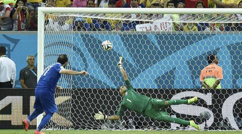 Costa Rica goalkeeper Kerlon Navas makes the winning save by Greece's Theofanis Gekas. (Source: AP)