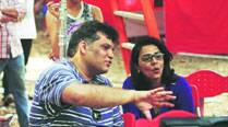 Neetu Kapoor looks impressed by a scene that Arif Ali is explaining to her