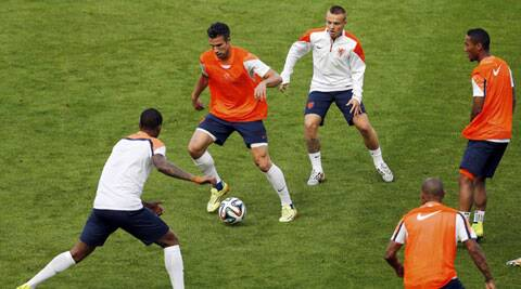 Netherlands' national soccer team player Robin van Persie (2ndL) attends a training session at the Beira-Rio stadium in Porto Alegre (Source: Reuters)