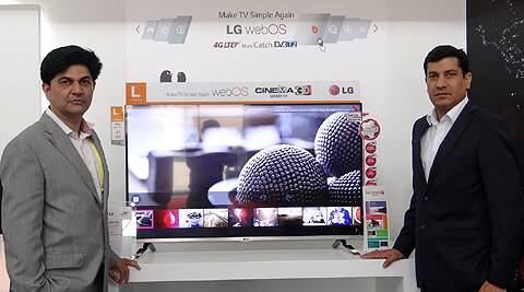 (Left) Rishi Tandon-Head Marketing-Home Entertainment, LG India with the new LG WebOS TV and Rajnish Sharma, Regional Manager