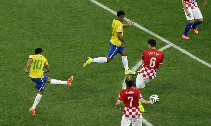 Just minutes after Neymar was shown the yellow card, he scored the equaliser for Brazil from outside the penalty box. (Source: AP)