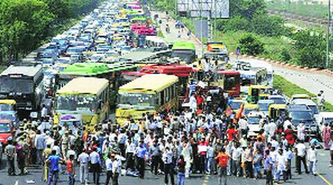 The NH 24 stretch between Mayur Vihar and Akshardham Setu witnesses a 2-km jam daily.
