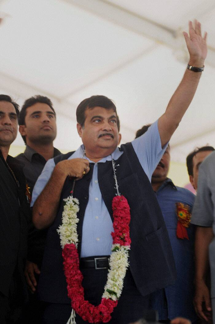 Nitin Gadkari addresses a rally