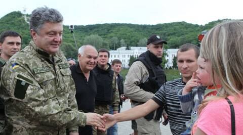 Ukrainian President Petro Poroshenko, left, talks with local residents in Svyatogorsk close to Slovyansk in the Donetsk region, Ukraine. (Source: AP)